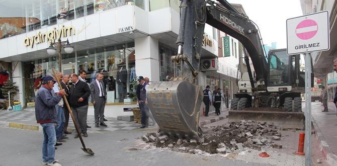 Belediye Caddesine İlk Kepçe Vuruldu
