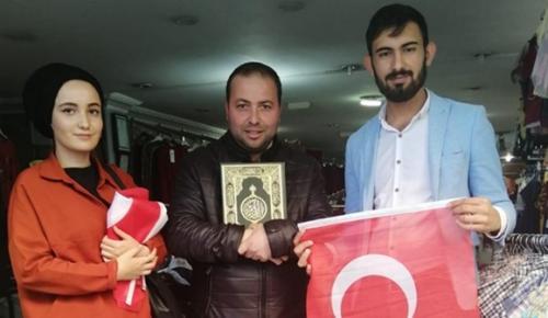 Esnaflara Kur'an-ı Kerim ve Türk Bayrağı Dağıttılar