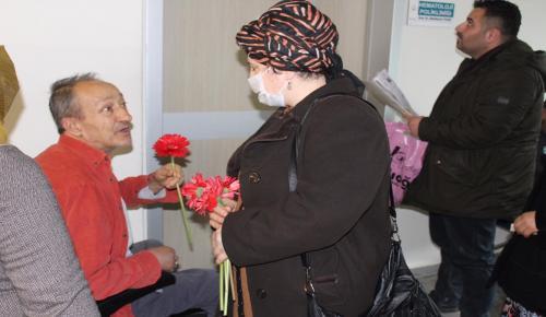 Tedavi Gören Kanser Hastalarına Moral Ziyareti