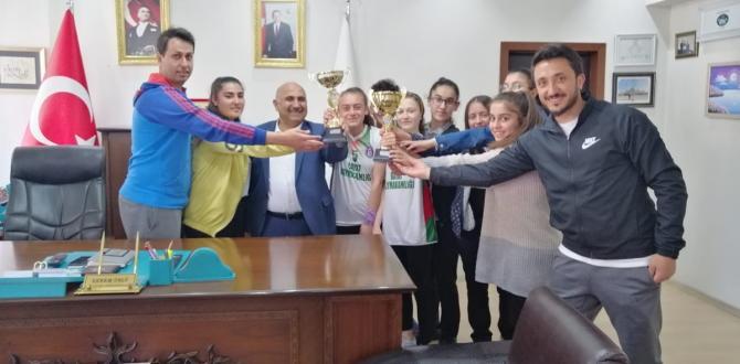 Şampiyonlar, Başkan Ünlü'yü Ziyaret Etti